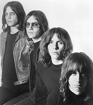 Archivo:The stooges.jpg