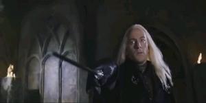 Lucius queriendo atacar a Harry.png