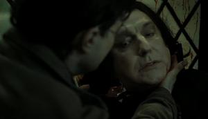 Snape segundos antes de morir.png