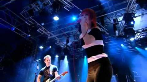 HD Paramore - Looking Up (R1BW 2010)