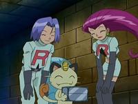Archivo:EP528 Team Rocket con el talismán en su caja.png