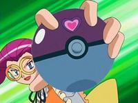 Archivo:EP480 Jesselina con una pokéball.png