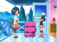 Archivo:EP470 Maya pretende cargar con una maleta.png