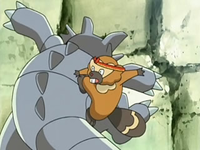 Archivo:EP526 Bibarel atacando a Rhydon.png