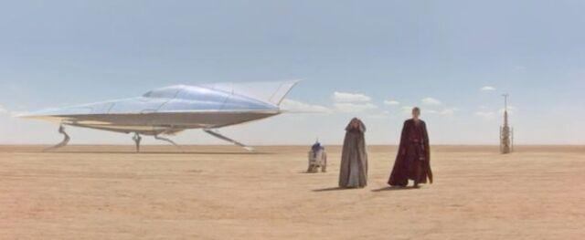 Archivo:Padme Anakin Tatooine.jpg