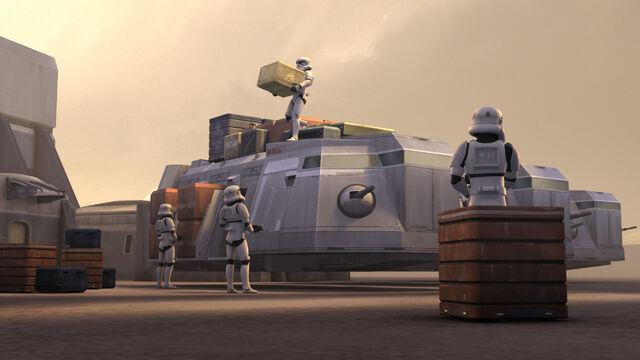 Archivo:Imperial Troop Transporter.jpg