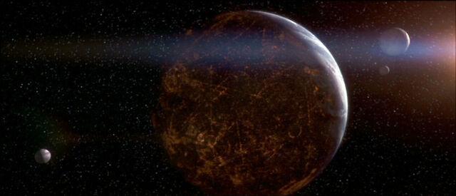 Archivo:Vista espacial de Coruscant y tres lunas.jpg