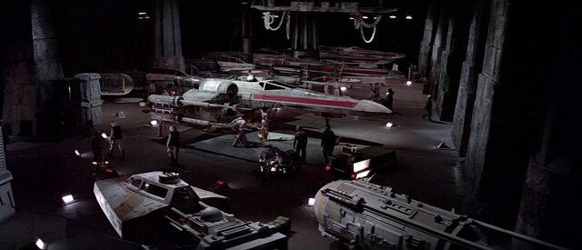 Archivo:Yavin Base Hangar.jpg