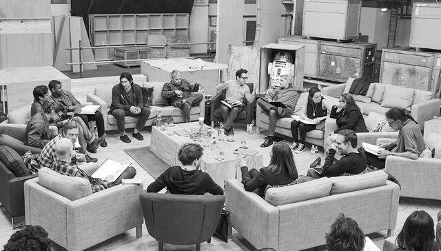 Archivo:Episode 7 Cast.jpg