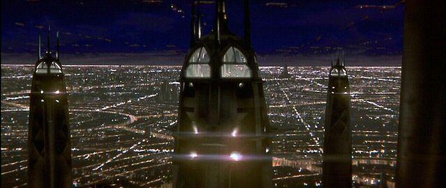 Archivo:Aguja del Consejo Jedi noche.jpg