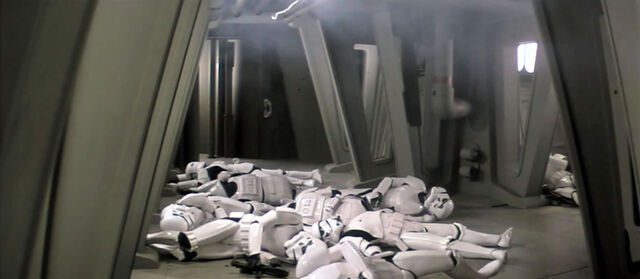 Archivo:KilledStormtroopers.jpg