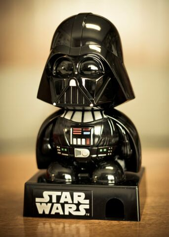 Archivo:Variante-darth-vader-despachador-de-chicles-star-wars-eex MLM-F-2795576881 062012.jpg