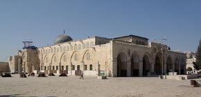 1024px-Jerusalem Al-Aqsa Mosque BW 2010-09-21 06-38-12