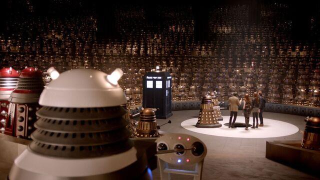 Archivo:Gallery doctor-who plot-4.jpg