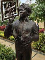 Hacken Statue