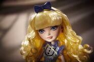 Diorama - Blondie stares ahead