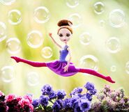 Facebook - Leaping Ballet Holly