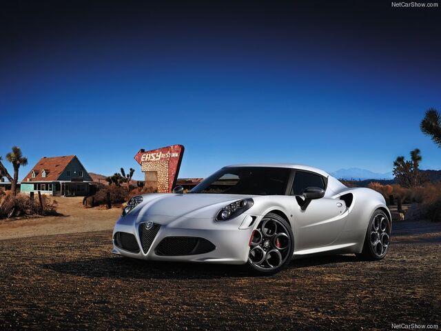 File:Alfa Romeo-4C 2014 800x600 wallpaper 01.jpg