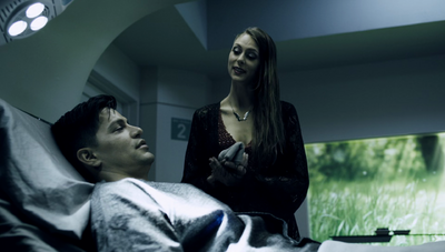 S01E05-Gia in recovery with Havelock