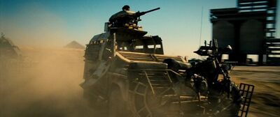 Expendables 2 UK Land-Rover Defendor 110