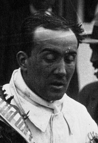 File:Juan Zanelli at the 1929 Bugatti Grand Prix (2) (cropped).jpeg