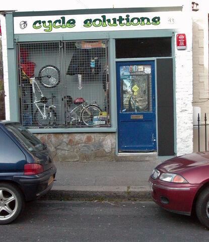 Datei:Fahrradladen in Falmouth Cornwall.jpg
