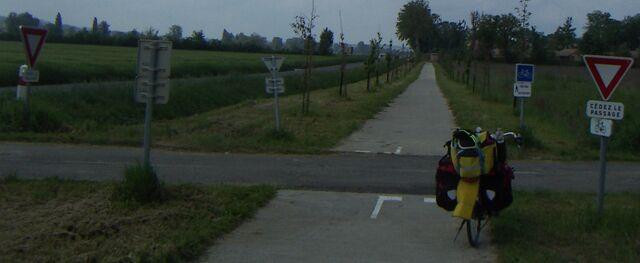 Datei:Radweg Mirambeau.jpg