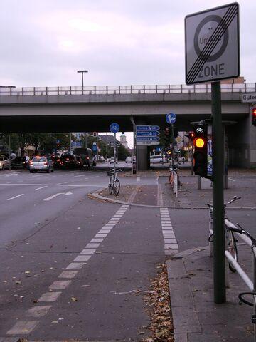 Datei:Tempelhofer Damm - Autobahnbrücke.jpg
