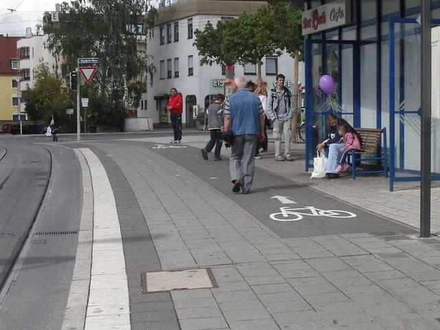 Datei:Moegeldorf sidewalk 1 f s.jpg