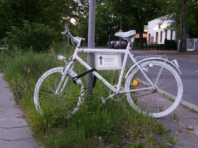 Datei:Ghost bike - Großbeerenstraßen in Berlin.jpg