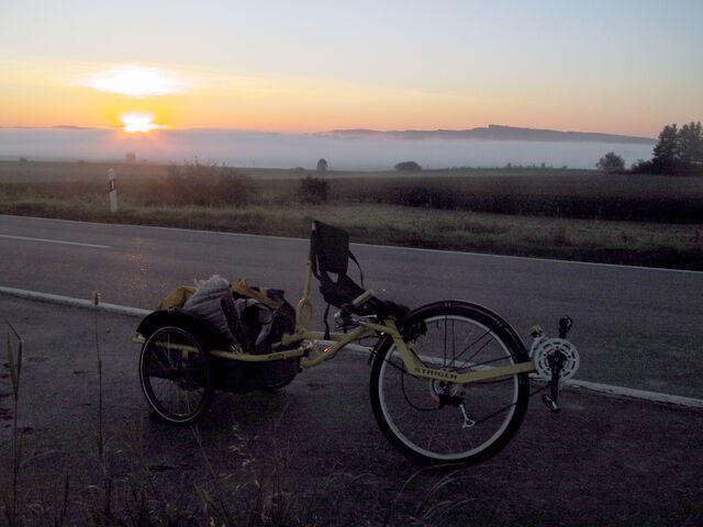 Datei:Airbike Pickup Sonnenaufgang.jpg