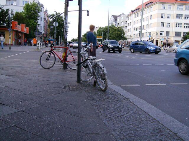 Datei:Ghost bike - Tempehofer Damm.jpg