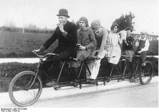 Datei:Bundesarchiv Bild 183-R13688, Tandem-Fahrrad.jpg