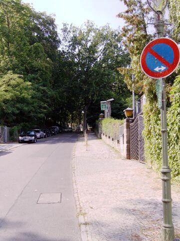 Datei:Steigung Schwanenwerder (Berlin).jpg