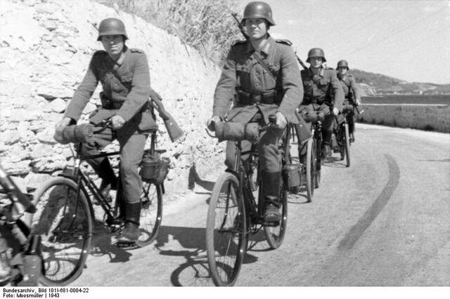 Datei:Bundesarchiv Bild 101I-681-0004-22, Frankreich, Radfahrtruppe.jpg