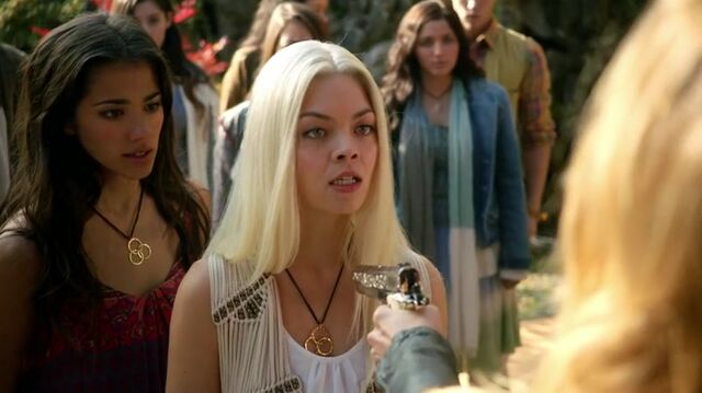 File:Alexis and Maggie Exodus S4.jpg