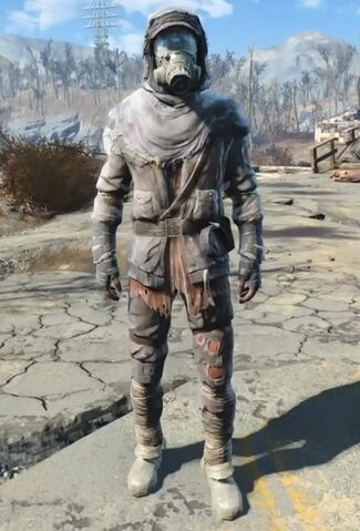 File:Fallout 4 tattered field jacket with accessories.jpg