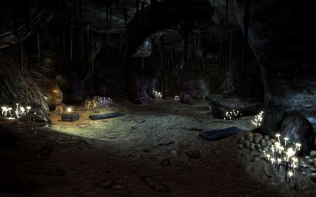 File:Three Marys caverns.jpg