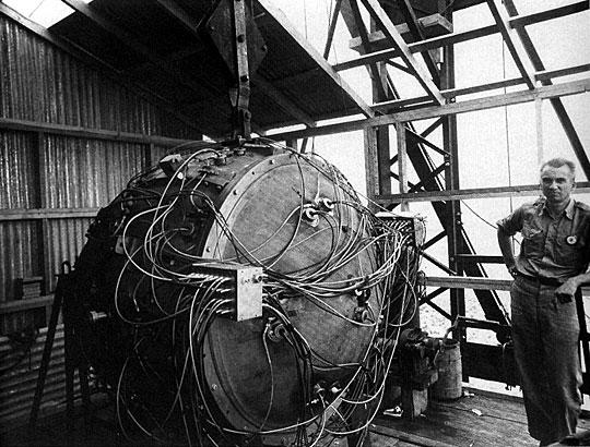 File:Trinity Gadget - 1945.jpg