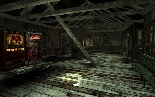 File:Trainstation interior.jpg