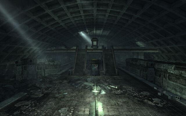 File:Foggy Bottom station.jpg