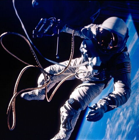 File:User 597px-Ed White spacewalk.jpg