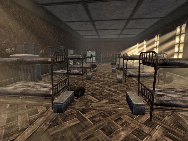 File:House Resort bunk room.jpg