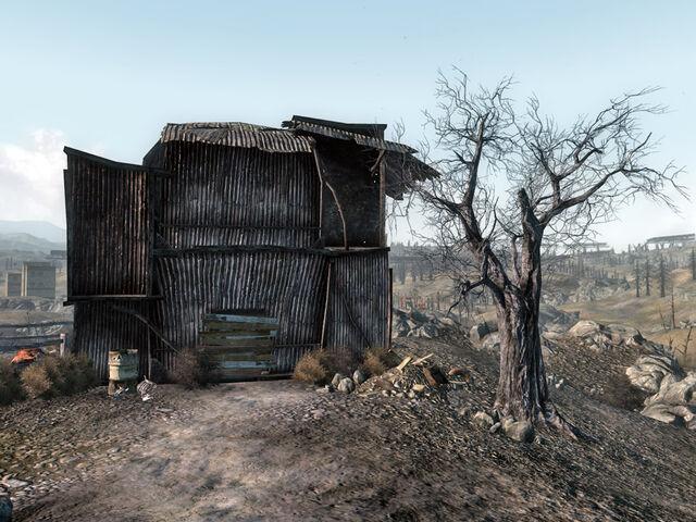 File:Abandoned residence.jpg