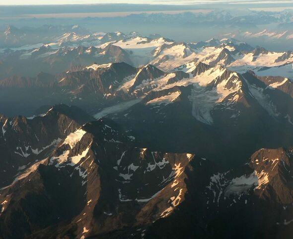 File:Alaskan20Mountains.jpg