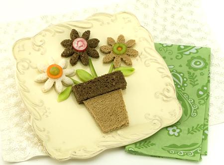 File:Flower-pot-M2.jpg
