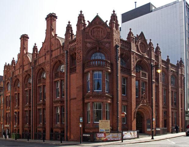 File:Victorian redbrick building.jpg