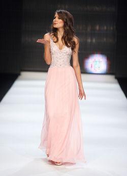 Fashion Targets Breast Cancer Catwalk Front CPzEeUyqUzvl