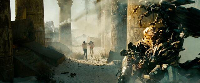 File:Transformers-revenge-movie-screencaps.com-15157.jpg