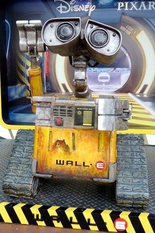 File:539px-Wall-E HKDL.jpg